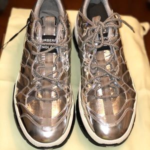 NEW Burberry metallic silver shoes